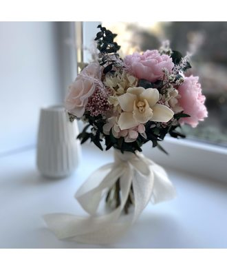 Букет с орхидеями (стаб. цветы)