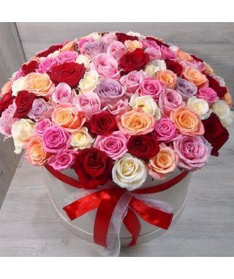 101 разноцветная роза в коробке