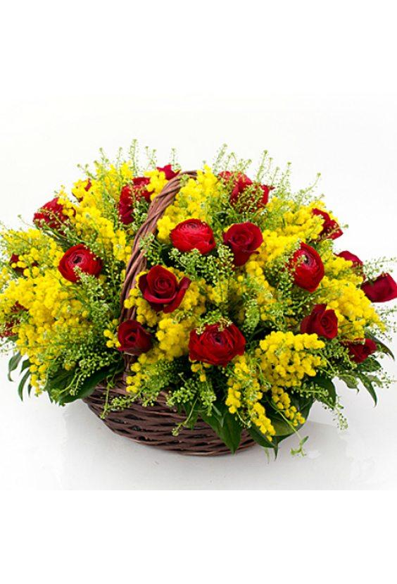 Корзина «Мимозовые розы»