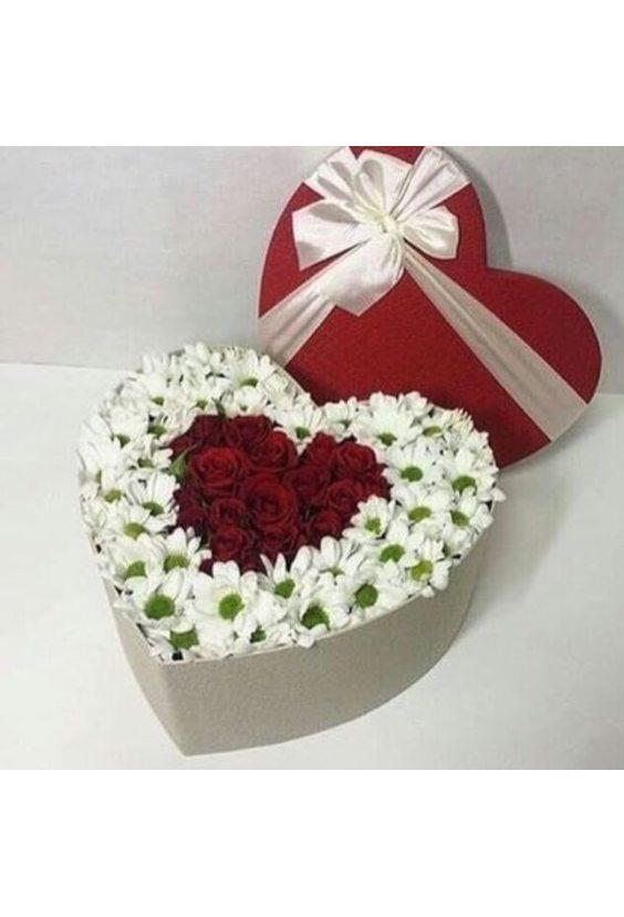 """Коробка """"Сердце розы и хризантемы"""""""