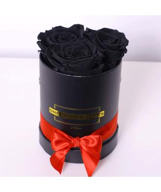 3 чёрные розы в коробке