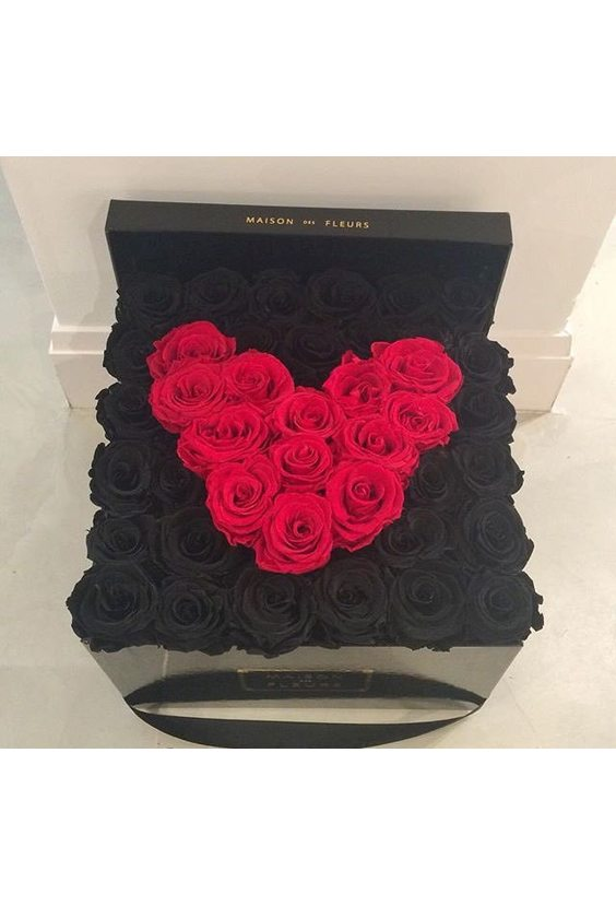 45 чёрных и красных роз в коробке