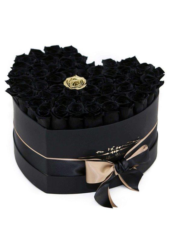 51 чёрная роза в коробке