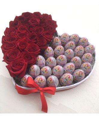 Сердце с киндерами и розами