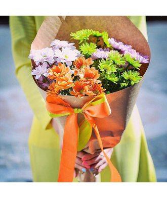 Букет хризантем в крафт бумаге