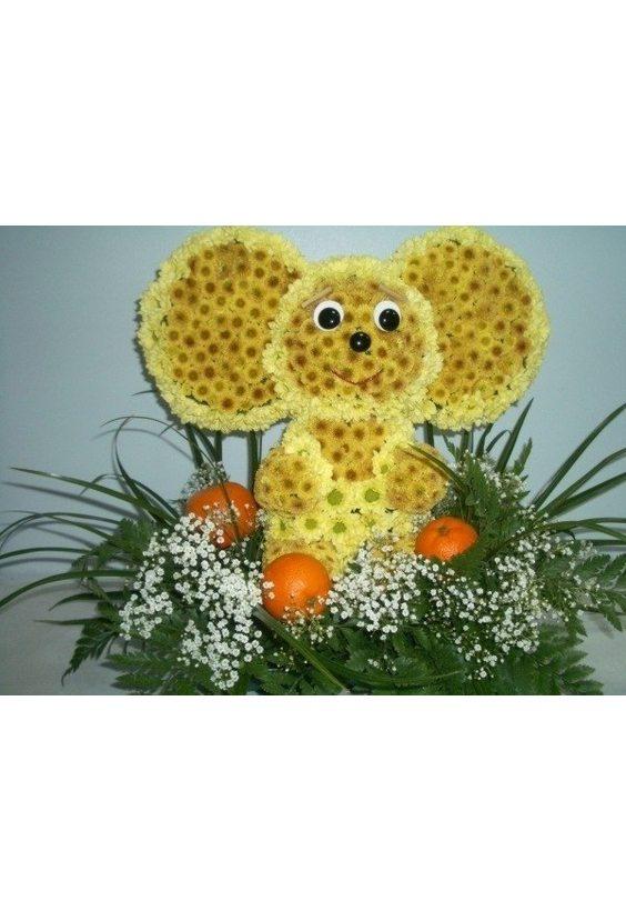 Чебурашка из цветов