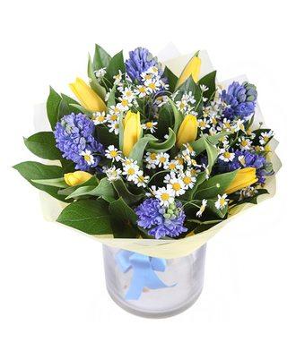 Букет из гиацинтов и тюльпанов