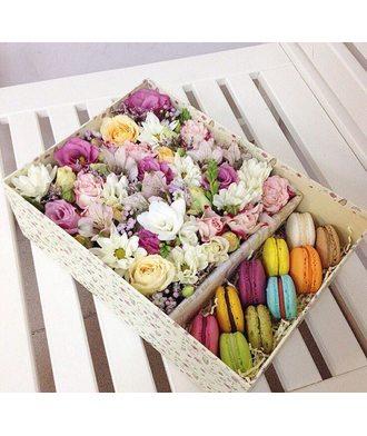 Коробочка с Макаронс и цветами 2