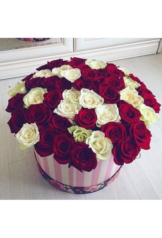 Шляпная коробка из 51 розы