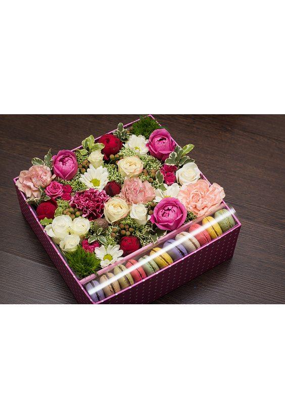 Коробочка с цветами и Macarons размер M