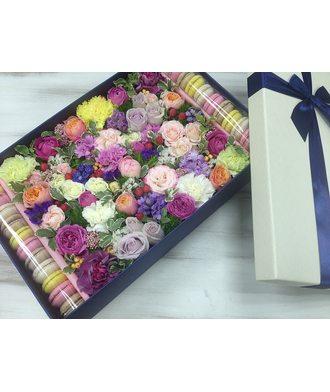 Коробочка с цветами и сладостями размер XL