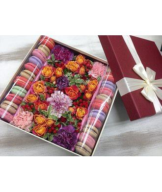 Коробочка с цветами и сладостями размер L